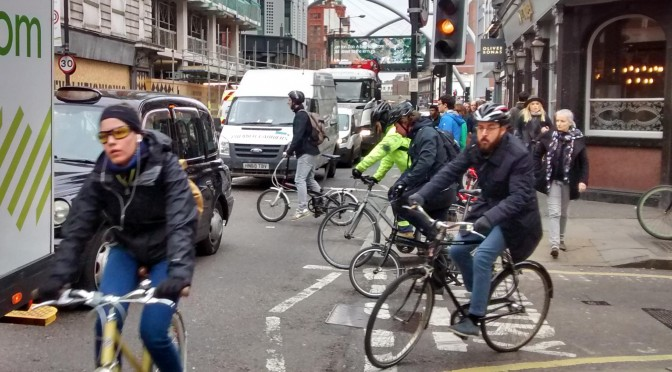 Confusion at busy ped/cycle crossing on City Rd